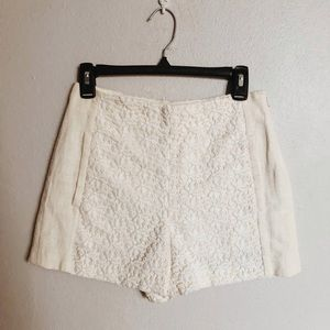 Gorgeous white short pants